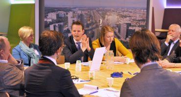 Leden Nederland ICT discussieren met minister over toekomst hoger onderwijs
