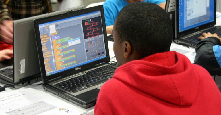 Kamer akkoord met versnelde opname digitale geletterdheid in curriculum